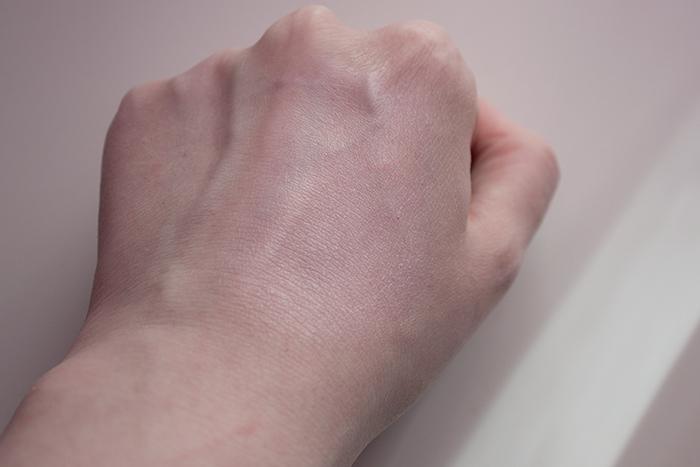 Cyrene Invisible Physical sunscreen Gunes Koruyucu yapisi ve ciltte durusu